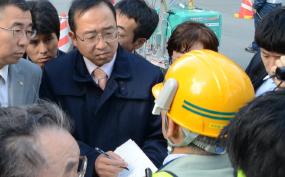博多駅前陥没事故問題で責任を追及